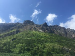 中尾峠近くから望む焼岳