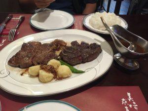 お二人で食べるA-5等級飛騨牛ロース・フィレステーキセット 各200g - キッチン飛騨