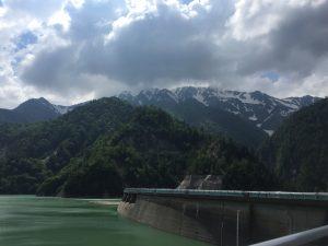 長野方面から眺める立山の山並み