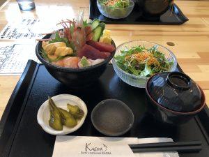 寿都のアンテナショップ『神楽』のウニ入り海鮮丼